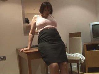 Cycate włochate dojrzała brunetka w slip i corsette