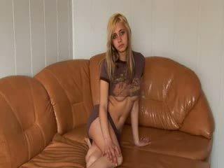 Ruské princezná stripping na the gauč