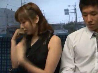 Yuma asami appreciates jotkut rasva core valmistus rakkaus sisään a julkinen bussi