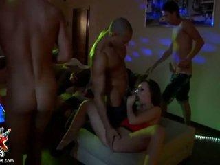 Seks crazed pijani amateurs zajebal v potrebni orgija