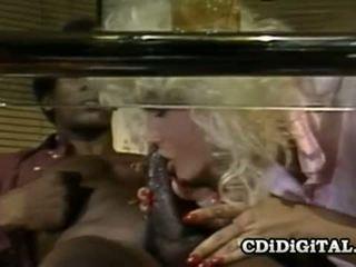 Chanel preț retro blondie insurubata de o bbc