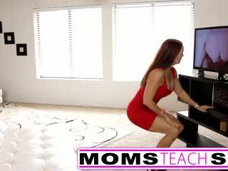 Крок мама fucks син в гаряча трійця секс tape