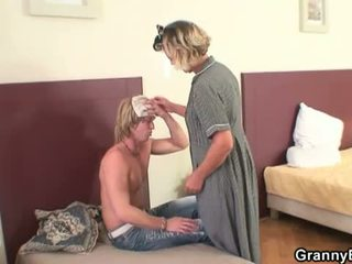 Granny Bet: Mature lady is fucked by a robber in free flix