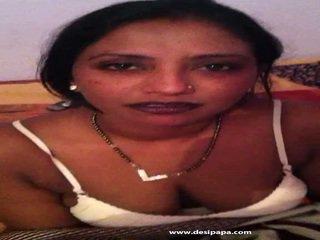 Bangladeshi νοικοκυρά taking αυτήν άσπρος/η κιλοτάκι μακριά από να expose αυτήν titties
