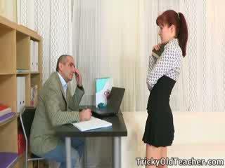 Stefany finds out da ena način da dobili vaš homework done na čas je da jebemti the učitelj