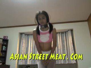 Shackled thai behódoló submits mert sperma és készpénz <span class=duration>- 10 min</span>