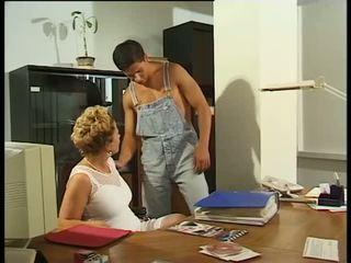 Blondīne mammīte sekretāre cock-hungry & dripping mitra pie darbs