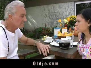 Oldje: kakek david pounds sebuah seksi remaja di dia yard