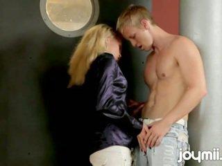 צ'כית נערה adele rips את clothes