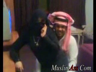 Niqab scandal 視頻