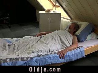 有性 年轻 关怀 为 一 穷 老 男人
