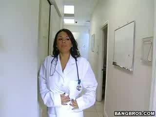 Medic fulfills dia menjijikan needs