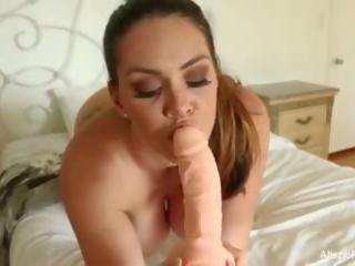 sânii mari, masturbarea