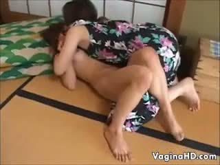 甜 亞洲人 女孩 orgasms 為 該 第一 時間