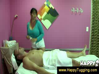 Austrumnieki masāža masseuse handjobs wanking raušana handjob tugging tug darbs apģērbta sievete kails vīrietis liels vientiesis bigtits bigboobs