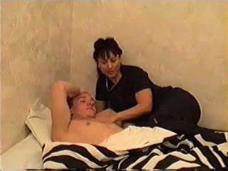 Мама wakes син для секс