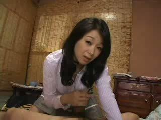 Styvmamma fångst mig runkar på henne trosor video-