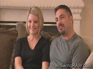 金發女郎 和 丈夫 告訴 他們的 經驗 如 swingers 在 現實 節目