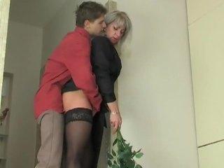 Momen jag skulle vilja knulla slampa seduces ung pojke
