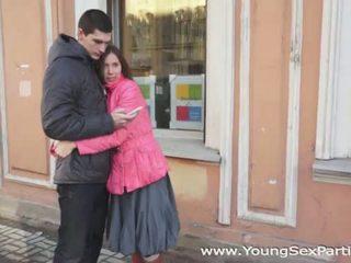 Nuori seksi parties: venäläinen amateurs nelikko naida