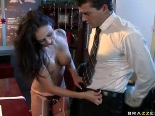 Tukehtuva bitch claudia valentine feeds hänen nälkäinen suu kanssa hänen erinomainen sausage