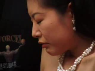 Vyzreté japonské masturbated s vibrátor