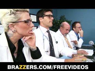 Brandy aniston tahtoa tehdä mitään kohteeseen saada hänen lääketieteen licence