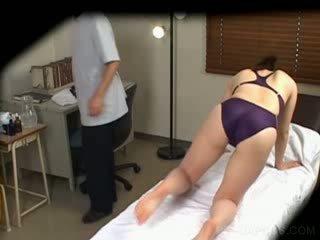 Jap in zwemmen pak gets tieten massaged