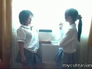2 teenager レズビアン 中国の 雛 having セックス 周りに