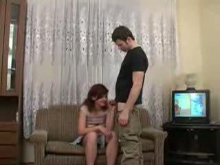 Friends 醉 sister seduced 和 性交 视频