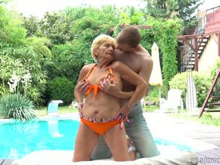 Oma fucks volgende naar een zwembad, gratis 21 sextreme hd porno d5