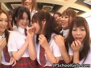 Hübsch japanisch schoolgirls exploring