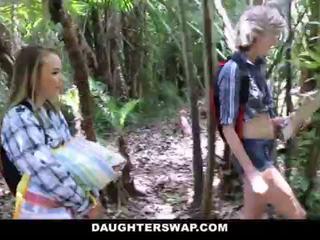 Daughterswap- uzbudinātas daughters jāšanās tēti par camping brauciens <span class=duration>- 10 min</span>