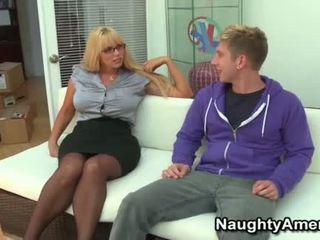 Голям циците блондинки momma opens широк за млад хуй