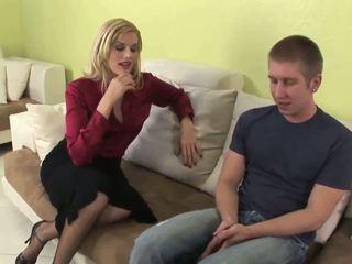 Seductive blondin momen jag skulle vilja knulla gives fantastiskt avsugning