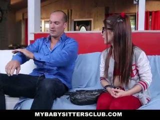 Mybabysittersclub - piccola babysitter scopata da il arrapato boss