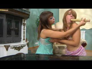Pitkä naiset kiss naiset mov kanssa villi pornotähti salome, irene, elvira
