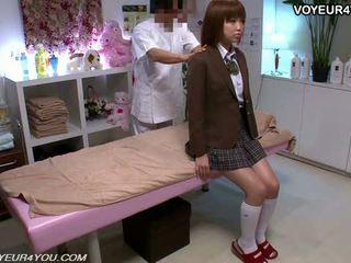 اليابانية في سن المراهقة مدرسة فتاة هيئة تدليك