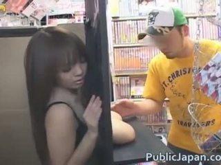 Hitomi tanaka vis av henne stor pupper
