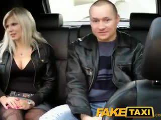 Faketaxi हज़्बेंड watches वाइफ getting गड़बड़