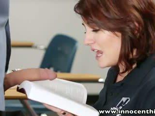 Innocenthigh mlada innocent rjavolaska študent bangs učitelj