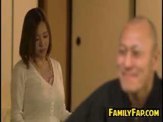 角质 妻子 loves 步 父亲