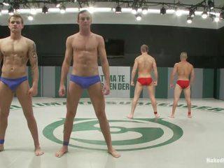 集団セックス, セックスゲイ大男, ベッドでセックスゲイの男性
