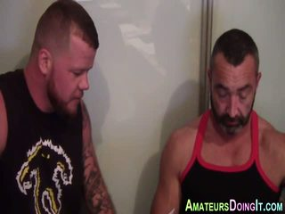 Amateur muscly bär grope