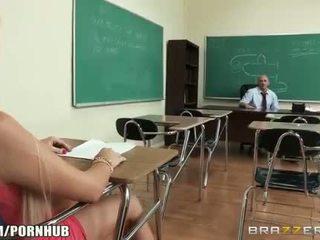 Kåta big-tit studenten alexis ford dreams av knull henne läraren