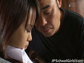 Haruka aida pekné ázijské školáčka