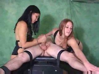 Post orgasme marteling door two cuties