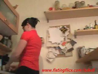 สมัครเล่น เมีย ก้น fisted ใน the ครัว