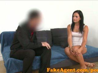 Fakeagent черни haired немски мадама wants към бъде а блясък модел - порно видео 441