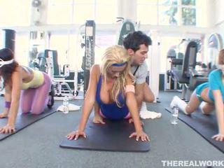 खेल, लड़कियां, व्यायामशाला